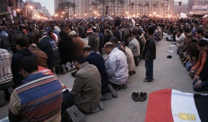 Large groups of people praying at Tahrir Square